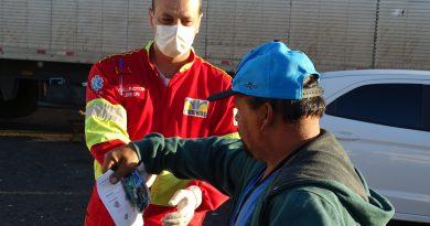 Renovias distribui mais de 20 mil kits de alimentação e higiene a caminhoneiros