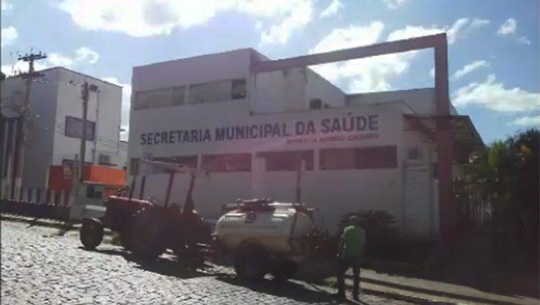 Prefeitura faz aplicação de Hipoclorito em pontos de maior movimentação na cidade