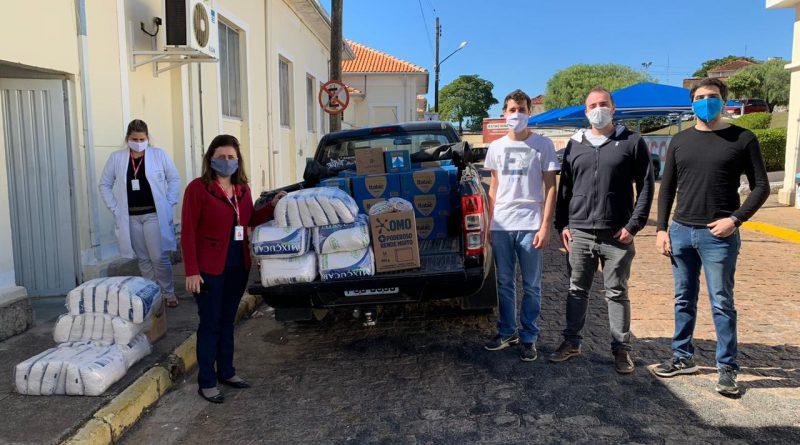 Santa Casa recebe doação de alimentos arrecadados em live solidária